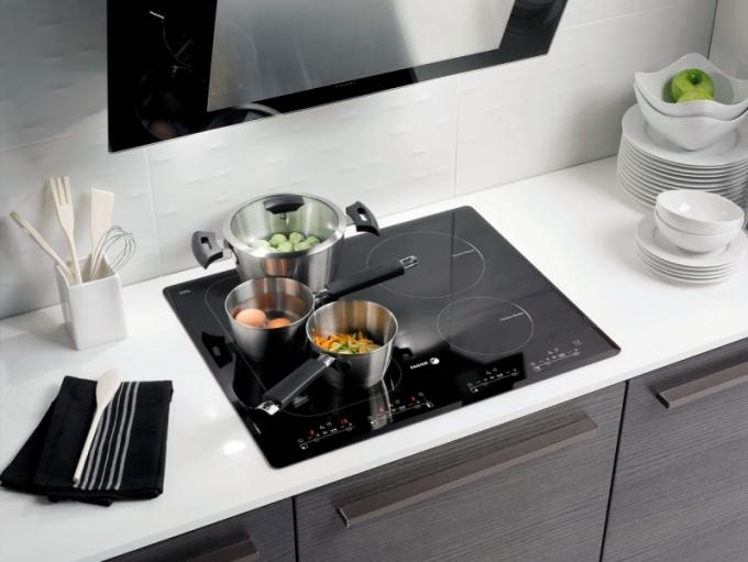 Indukční deska do moderní kuchyně